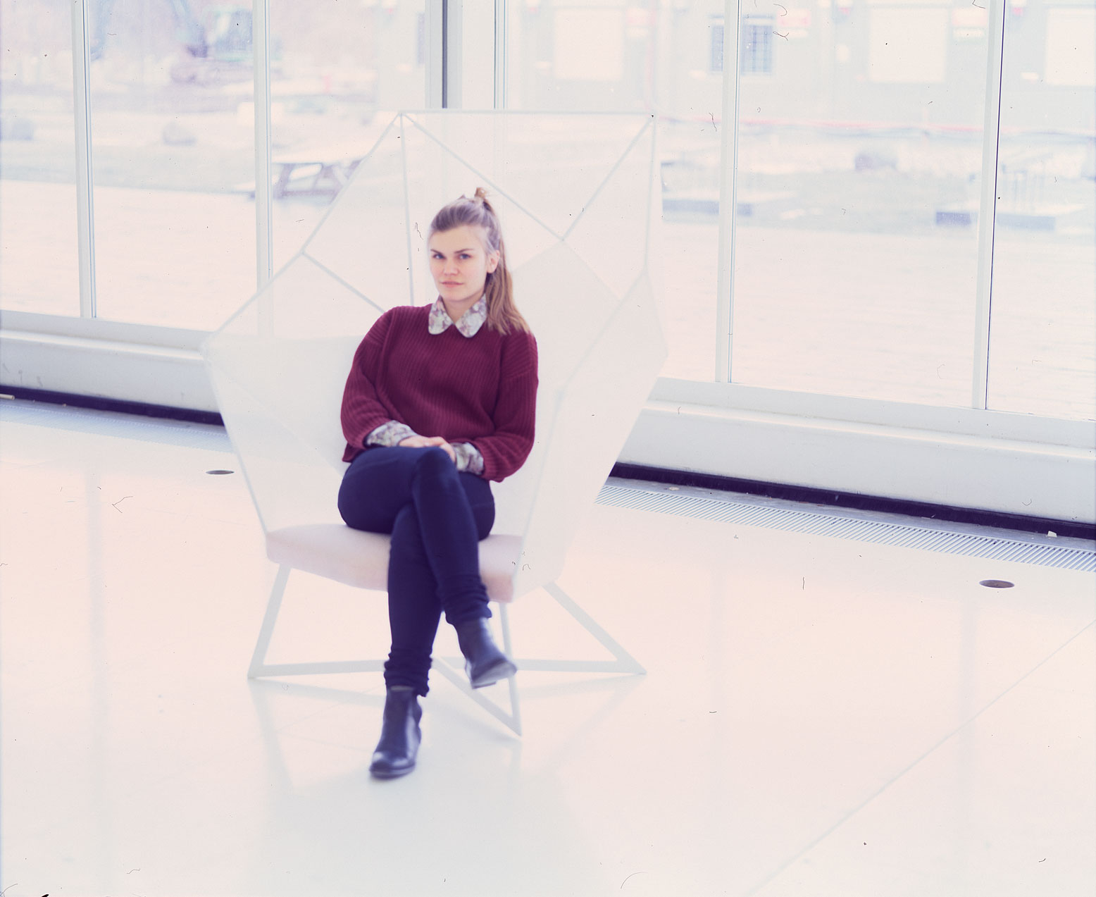 Eva-Fly_A-Brilliant-Chair_01