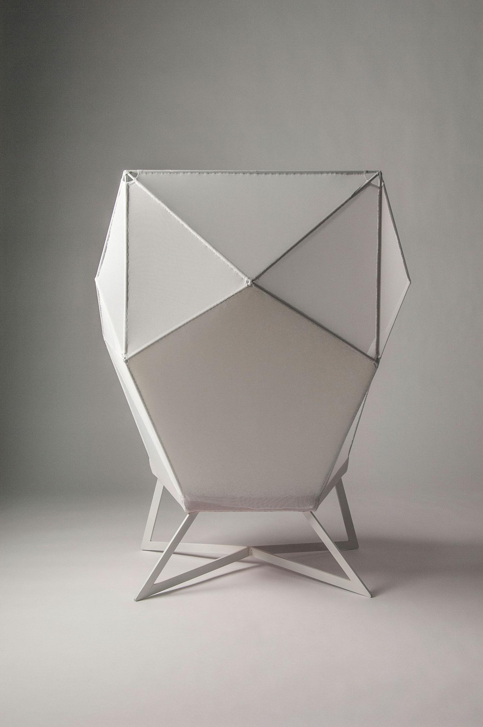 Eva-Fly_A-Brilliant-Chair_02