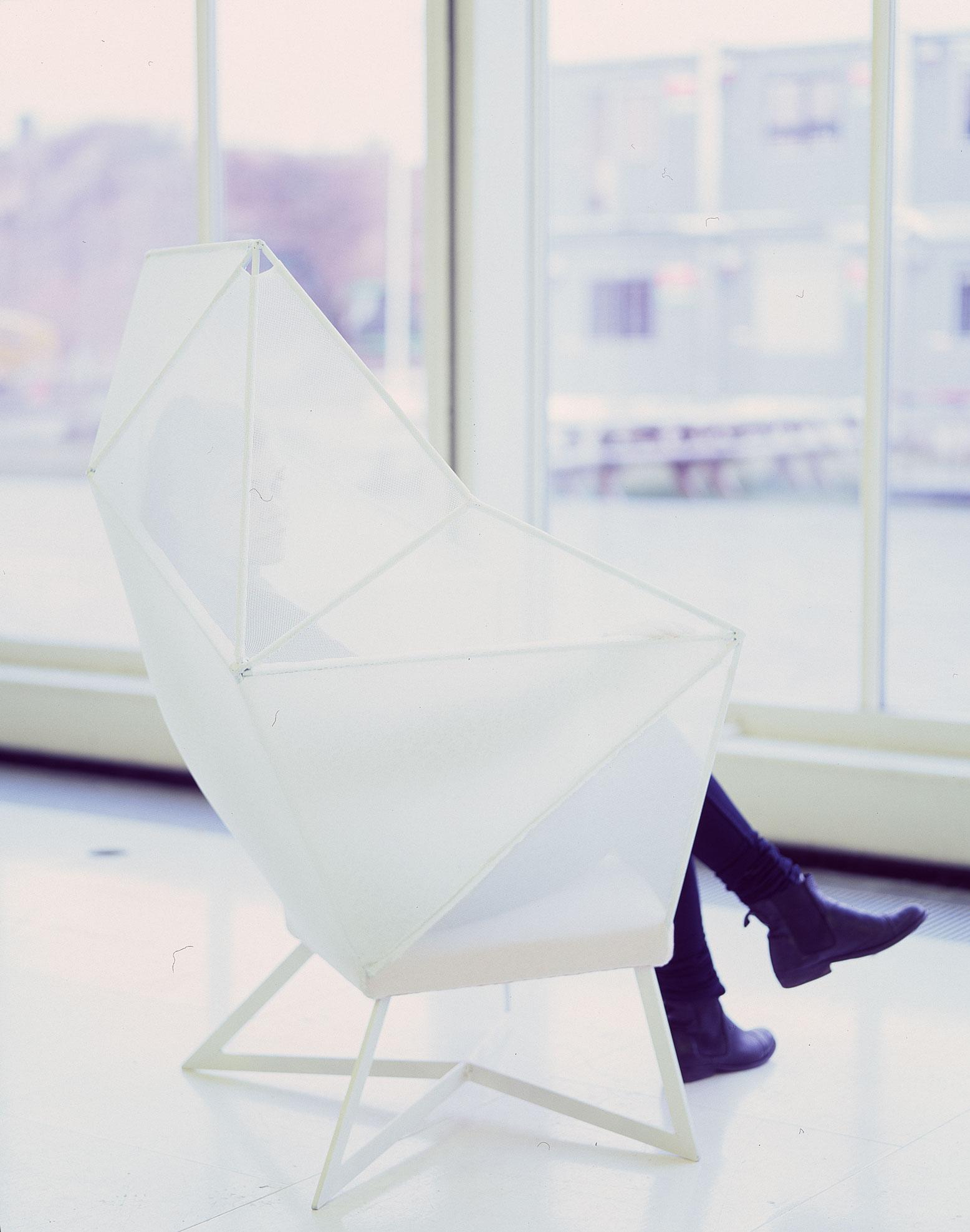 Eva-Fly_A-Brilliant-Chair_07